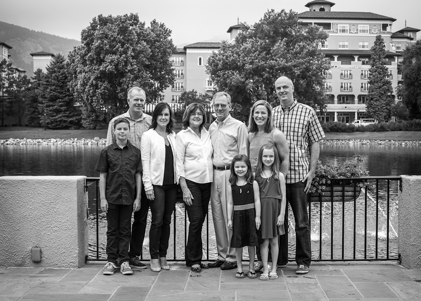 extended family portrait by the pond at the Boradmoor Resort